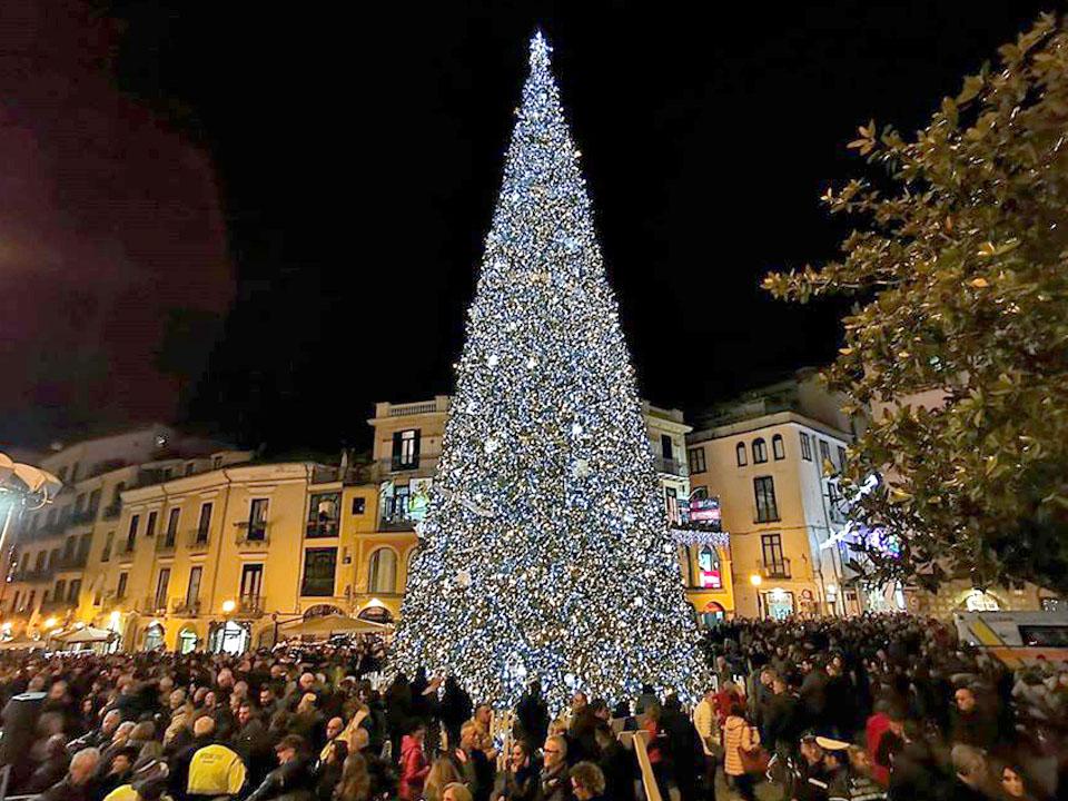 albero di natale luminarie salerno 2021